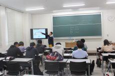 保護者、先生、地域向けの講演を始め、学校での出前授業も行っています。